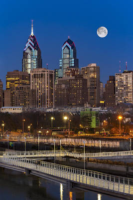 Philadelphia Skyline Photograph - Philly Skyline Full Moon by Susan Candelario
