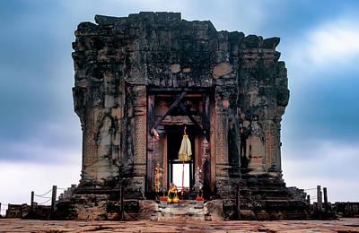 Photograph - Phnom Bakheng by Fabrizio Troiani