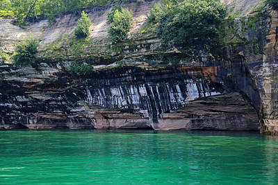 Photograph - Pictured Rocks National Lakeshore 15 by Mary Bedy