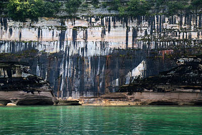 Photograph - Pictured Rocks National Lakeshore 19 by Mary Bedy