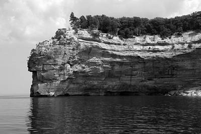 Photograph - Pictured Rocks National Lakeshore 20 Bw by Mary Bedy
