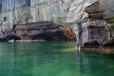 Photograph - Pictured Rocks National Lakeshore 21 by Mary Bedy