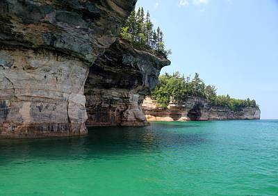 Photograph - Pictured Rocks National Lakeshore 25 by Mary Bedy