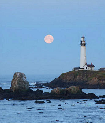 Photograph - Pigeon Point At Moonset by Lawrence Pratt