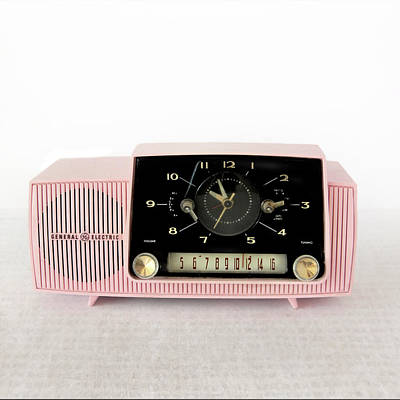 Photograph - Pink Mid Century Am Radio by David and Carol Kelly