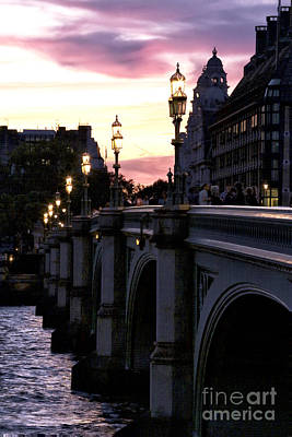 Photograph - Pink Sky In London by John Rizzuto