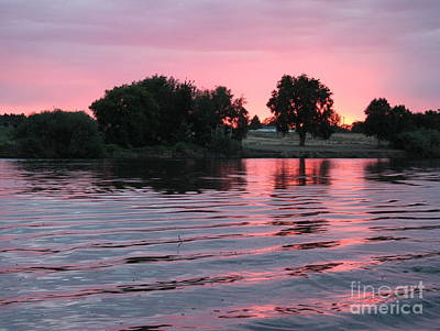 Photograph - Pink Sunset With Soft Waves by Carol Groenen
