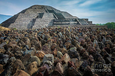 Photograph - Piramide De La Luna by Inge Johnsson