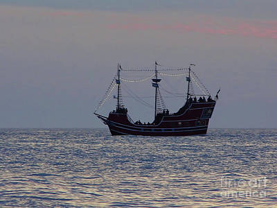 Photograph - Pirate Ship At Clearwater by D Hackett