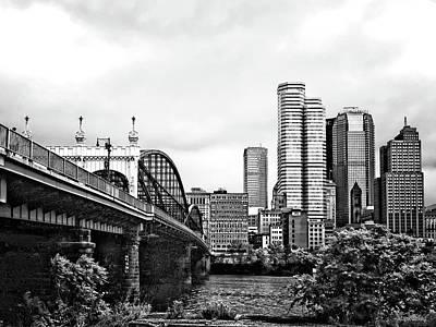 Photograph - Pittsburgh Pa - Pittsburgh Skyline By Smithfield Street Bridge Black And White by Susan Savad