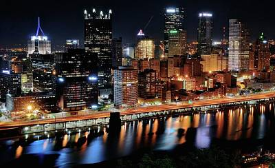 Photograph - Pittsburgh Shinning Bright by Frozen in Time Fine Art Photography