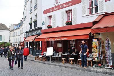 Photograph - Place Du Tertre In Paris by David Fowler