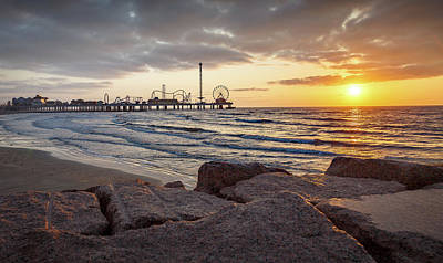 Photograph - Pleasure Pier Sunrise by Tim Stanley