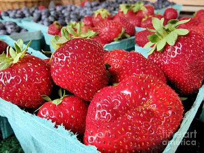 Farmstand Photograph - Plump Strawberries by Janice Drew