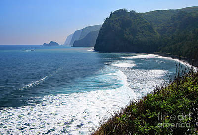 Photograph - Polulu Beach Overlook by Mary Haber