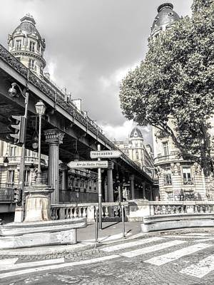 Pont De Bir-hakeim, Paris, France Art Print