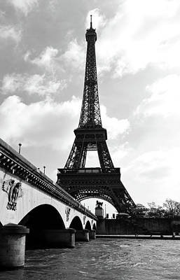 Photograph - Pont D'lena Bridge Leading To The Eiffel Tower Paris France Black And White by Shawn O'Brien