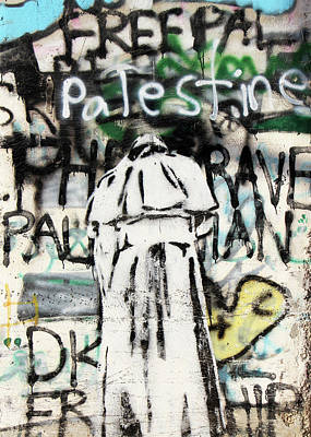 Photograph - Pope Free Palestine by Munir Alawi