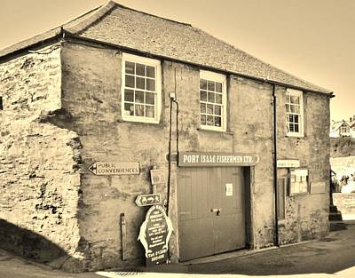 Photograph - Port Isaac Fishermen Building by Richard Brookes