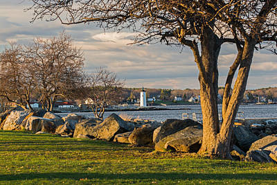 Portsmouth Harbor Light At New Castle Commons Art Print