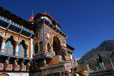 Prayers At Badrinath Temple Art Print