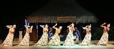 Photograph - Pretty Dancers In Tahiti by Kathryn McBride