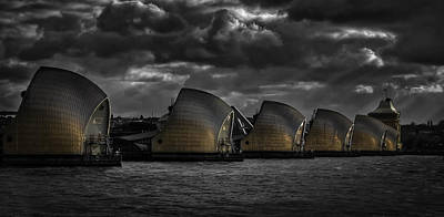 Flood Wall Art - Photograph - Protecting The City by Nigel Jones