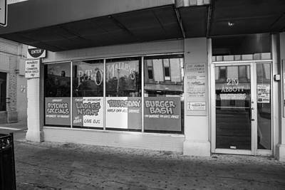 Photograph - Pt Omalleys East Lansing Bar  by John McGraw