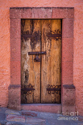 Puerta Vieja Art Print