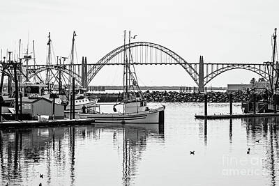 Pulling Into Newport Harbor Art Print