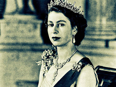 Buckingham Palace Mixed Media - Queen Elizabeth II by VRL Art