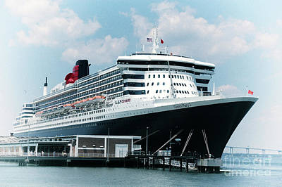 Photograph - Queen Mary 2 Cruise Ship In Charleston Sc by Dale Powell
