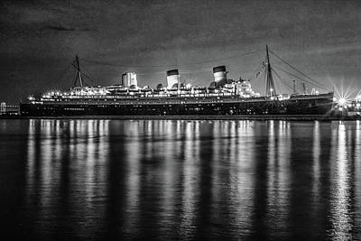 Photograph - Queen Mary by Robert Hebert