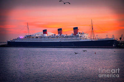 Photograph - Queen Mary Sunset by Mariola Bitner