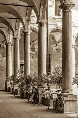Courtyard Gallery Photograph - Quiet Serenade by W Chris Fooshee
