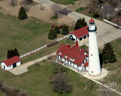 Photograph - R-011 Racine Wisconsin Lighthouse In Spring by Bill Lang