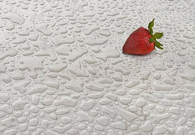 Photograph - Rainy Day Strawberry by Joe Bonita