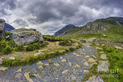 Ramblers Path To Tryfan Print by Ian Mitchell