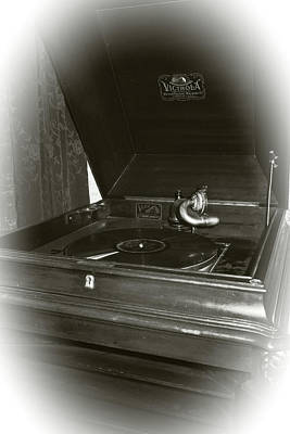 Photograph - Rca Victrola by Scott Kingery