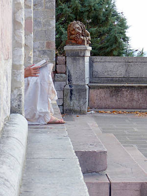 Photograph - Reader And Lion Assisi by Paul Kimmerling