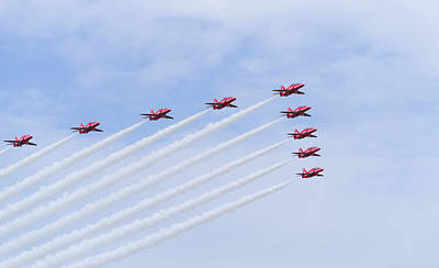 Photograph - Red Arrows British Stunt Team by Hans Engbers