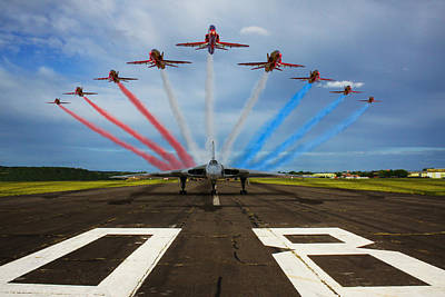 Photograph - Red Arrows Tribute To Vulcan Xh558 by Ken Brannen