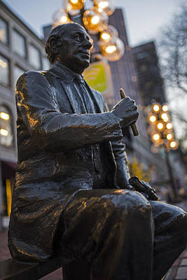 Red Auerbach Chilling At Fanueil Hall Side Art Print by Toby McGuire
