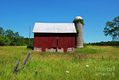 Photograph - Red Barn by David Arment