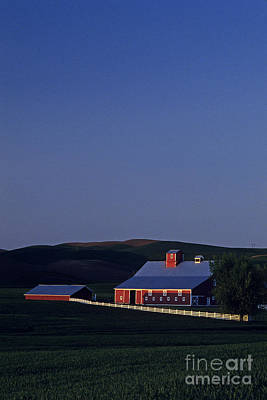 Photograph - Red Barn Eastern Washington by Jim Corwin