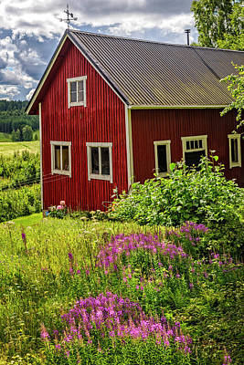 Red Barn On A Summer Day Art Print