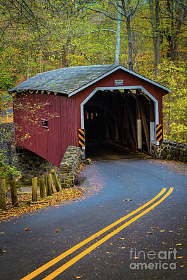 Red Covered Bridge In Lancaster County Park Art Print