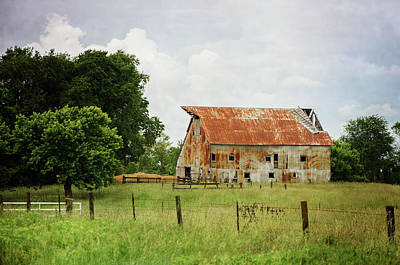 Photograph - Red Oak Barn by Susan McMenamin