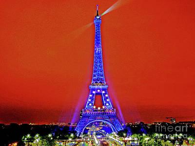 Red Paris Sunset  Eiffel Tower Art Print by Larry Oskin