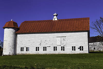Barnyard Photograph - Red Roof Barn Vermont by Garry Gay